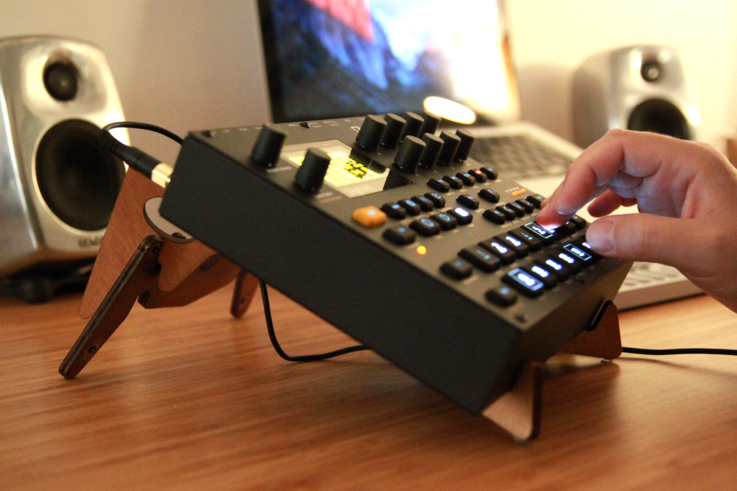 Cremacaffè KOLIBRI stand and the Elektron Digitakt