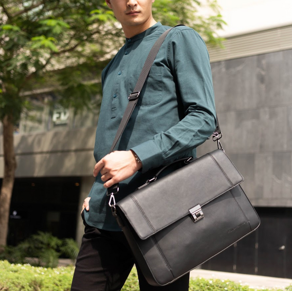 D. V. L. Messenger Bag (Black)