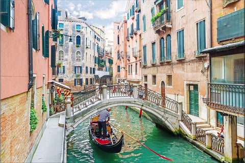 VENICE RIVER ITALY GONDOLA CANVAS WALL ART HANGING IMAGE ROMANTIC COLOURFUL