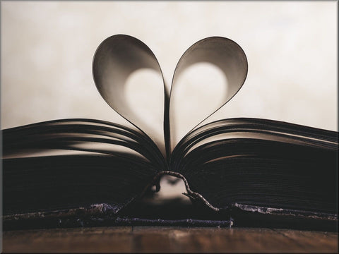 BOOK PAGES HEART LOVE CANVAS WALL HANGING IMAGE PHOTO BLACK WHITE BROWN