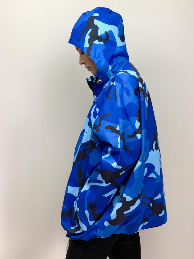 Raincoat in Blue Camouflage Print - Taylor Bell