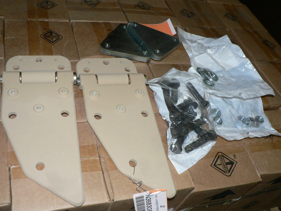 NAVISTAR TRUCK DOOR HINGE KIT 3113717C91 LEFT 2510015640436