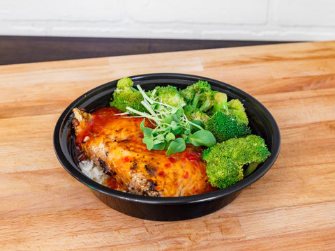 SWEET CHILI SALMON AND VEGETABLES BOWL