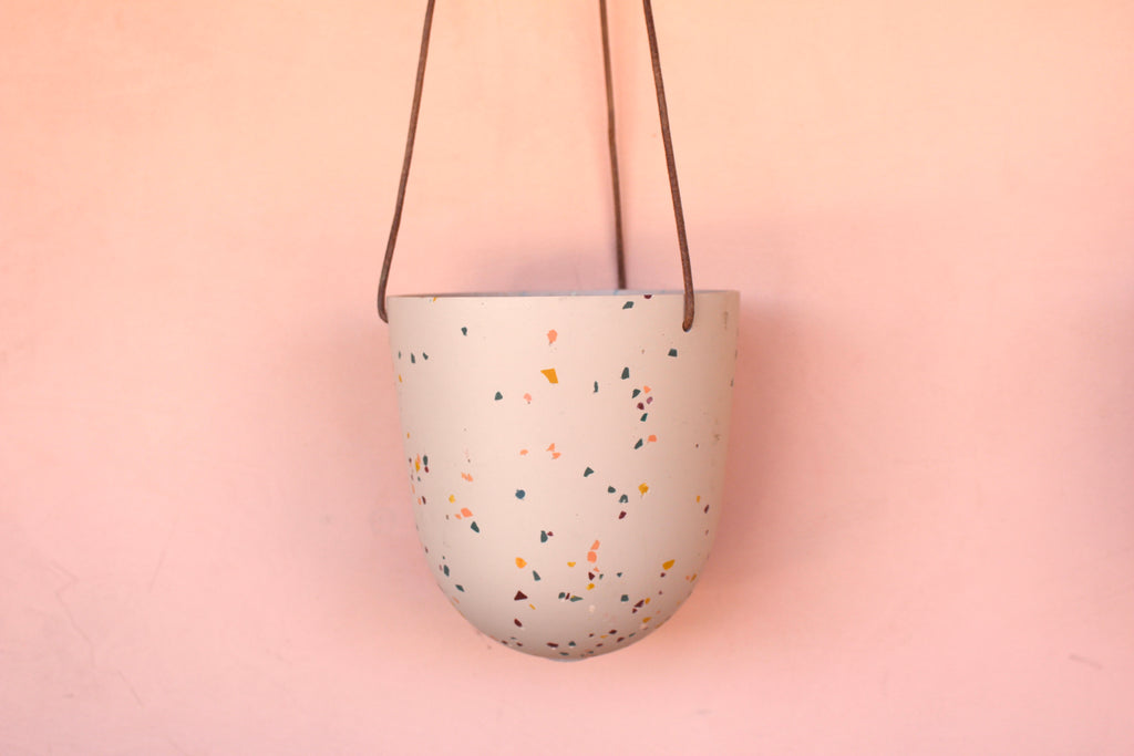 Capra Peach Hanging Pot