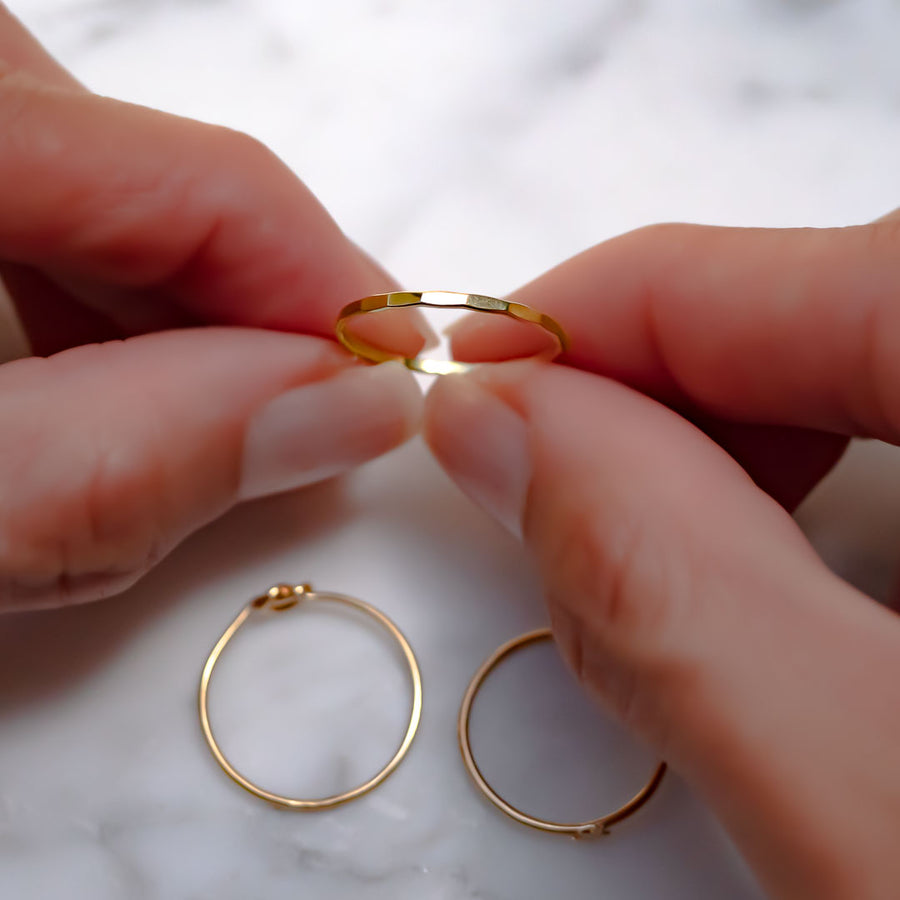 Hands holding New Romantic Ring Gold