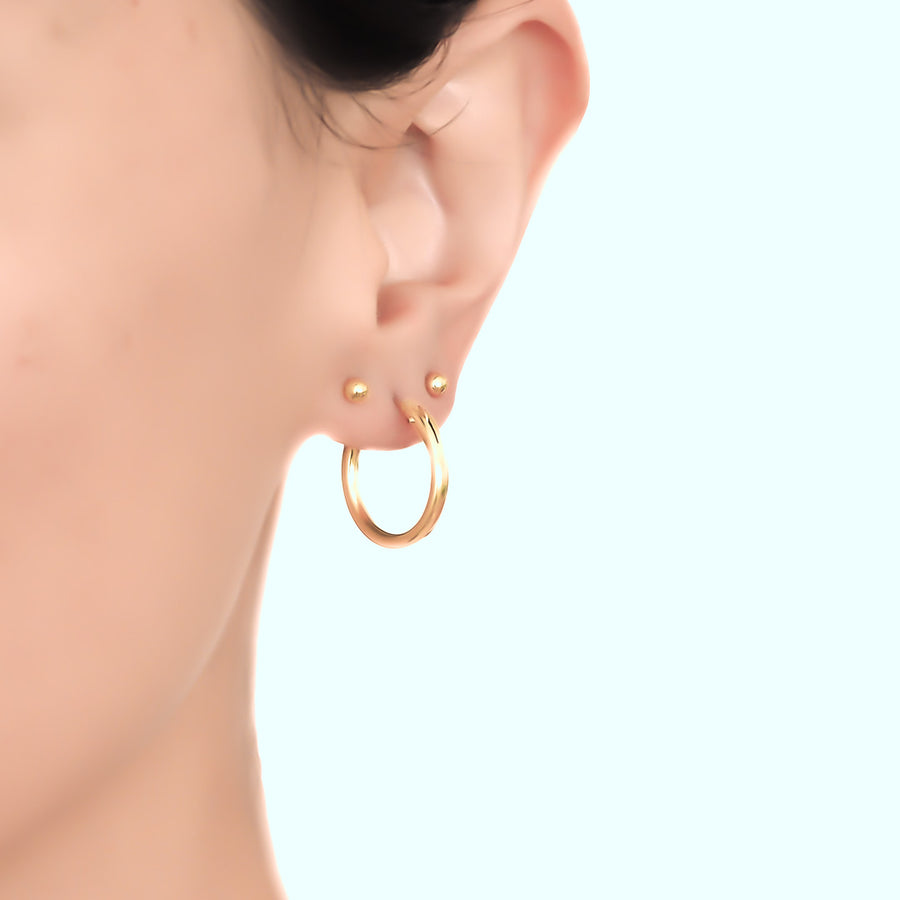 Model wearing perfect hoop earrings 19mm gold