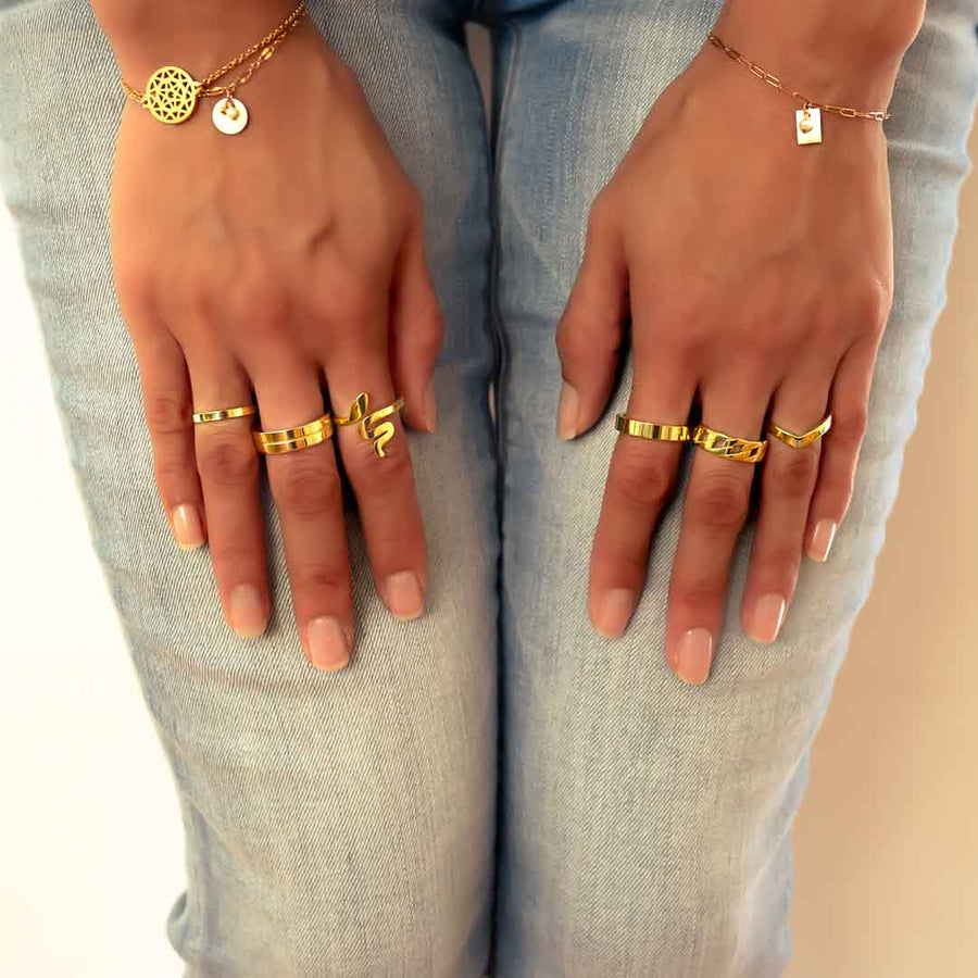 Model wearing 90's Band Ring gold styled