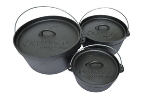 CI01-03_Cast_Iron_Camp_Oven_x3_Lids_On_RLXHPLKW6MB0.jpg