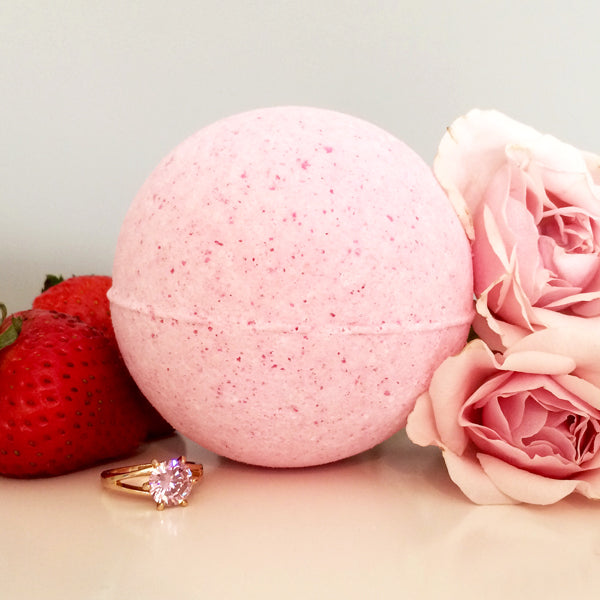Pearl Bath Bombs - Strawberries and Champagne Ring Bath Bomb
