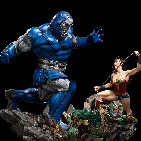 [PRE-ORDER] IRON STUDIOS Wonder Woman Vs Darkseid Diorama 1/6 – DC Comics Collectible Statue