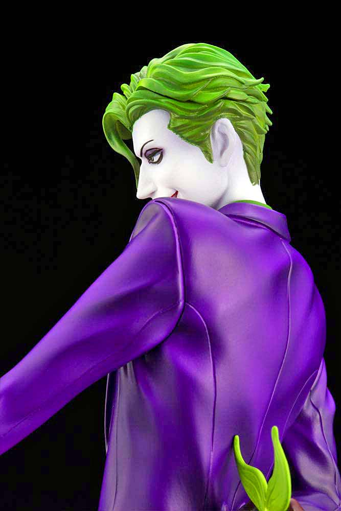 IKEMEN SERIES THE JOKER DC COMICS 1:7 SCALE STATUE over the shoulder view