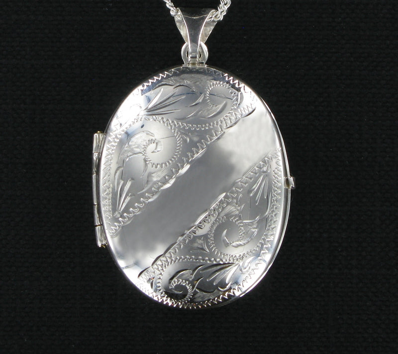 "Family Locket Oval & 20"" Curb Chain"