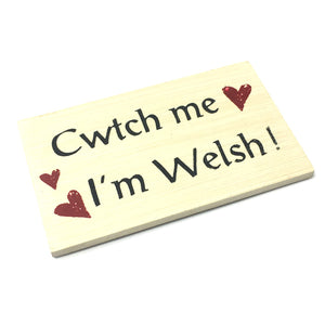 Giftworks Board Fridge Magnet - Cwtch Me Im Welsh