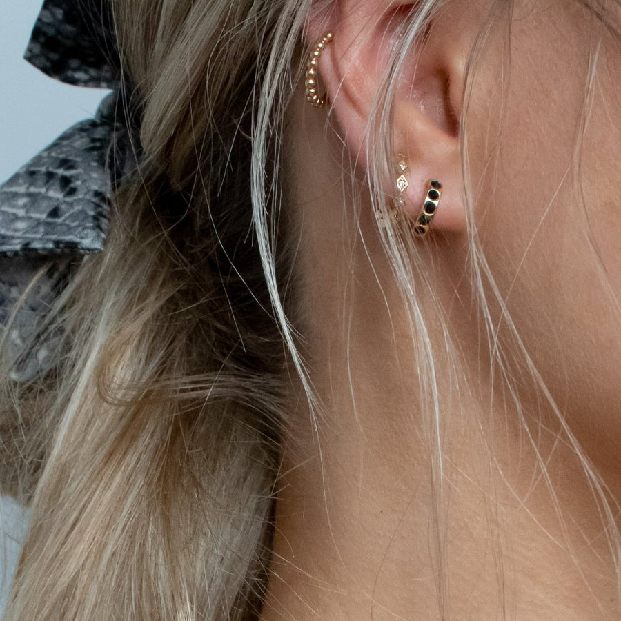 Single LUXE Jet Huggie Hoop Earring