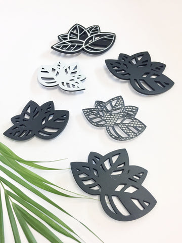Black Leaf Brooch (big)