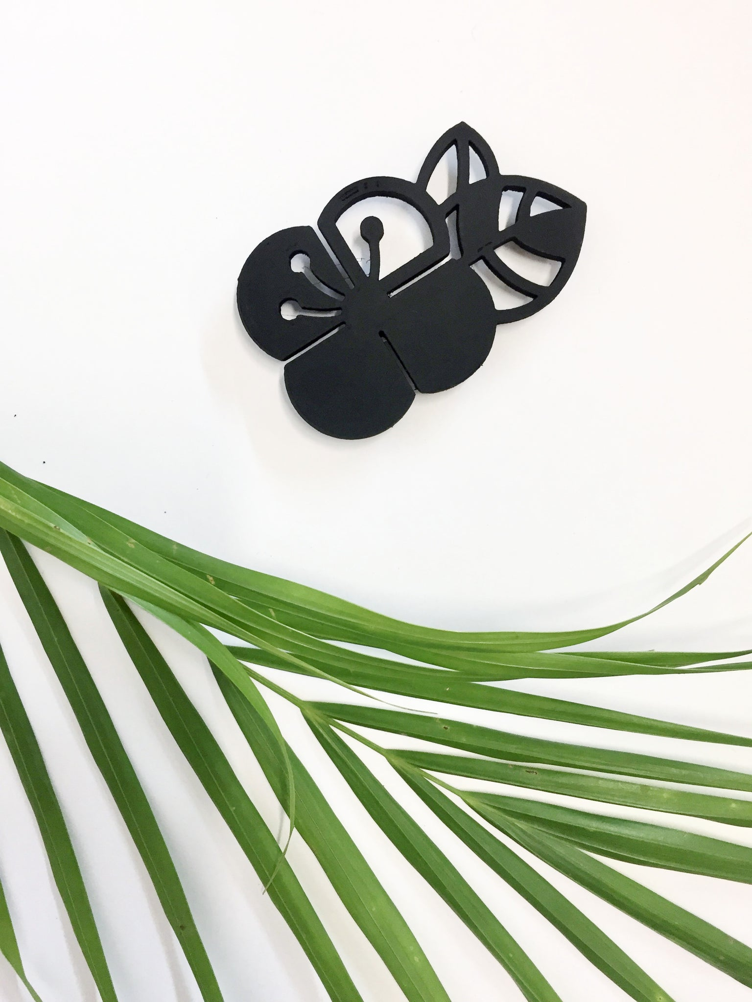 Black Graphic Flower Brooch (Small)