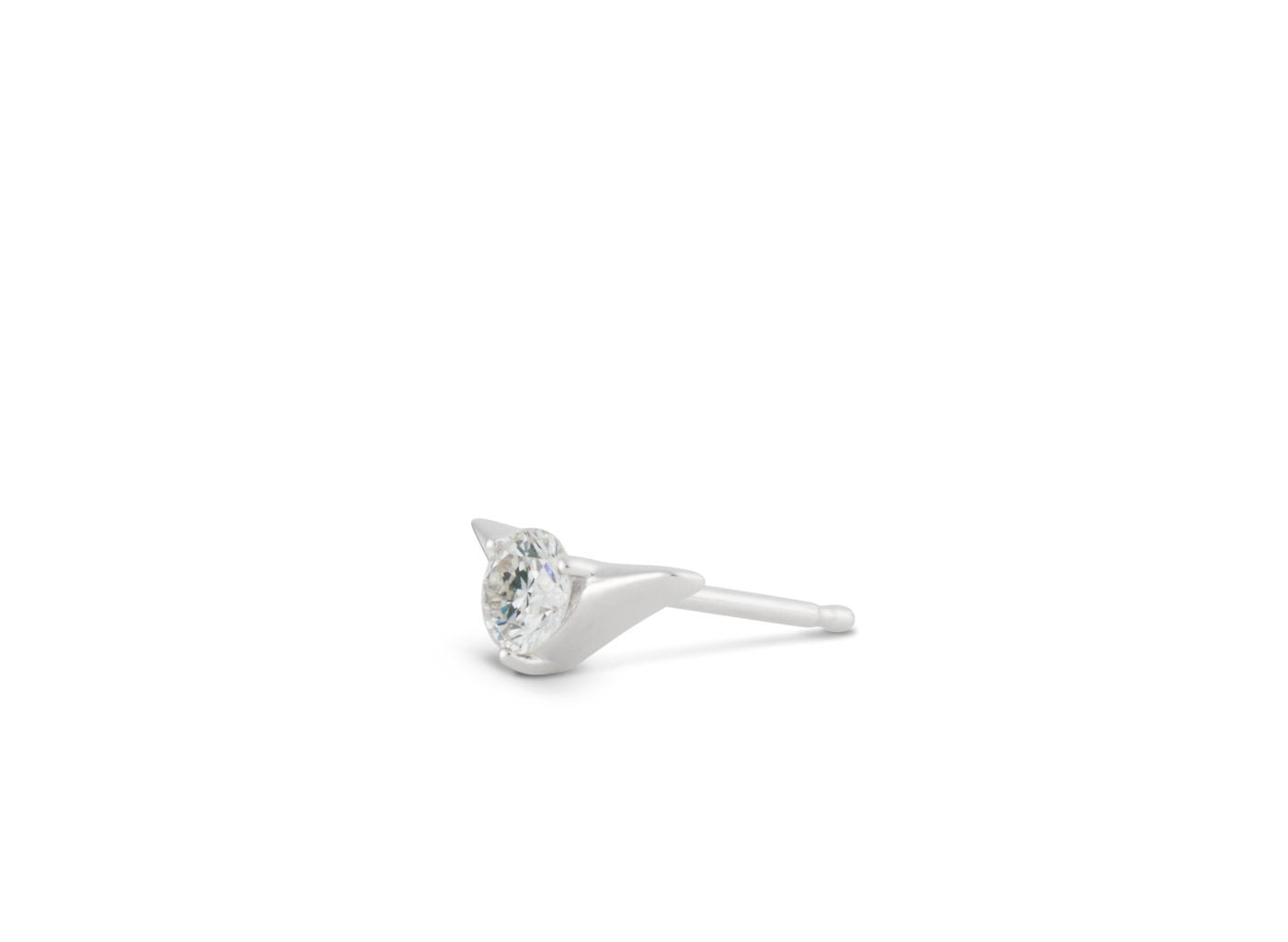 Side view of Chevron 1/4 carat earring with white diamond