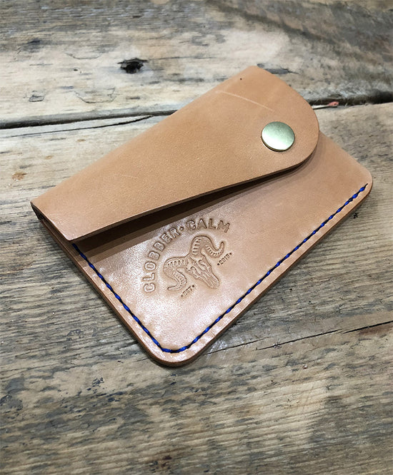 CLOBBER-CALM MEADOWLARK CARD WALLET – VEG TAN
