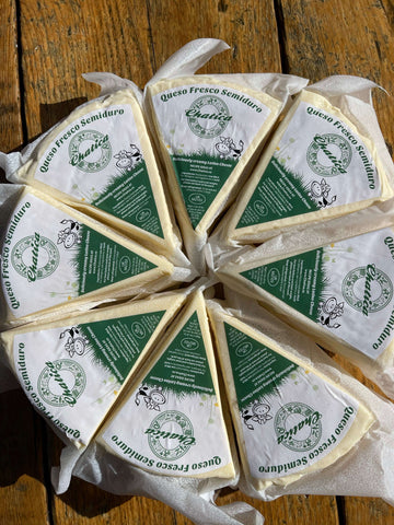 Queso Fresco Campesino Semiduro | Fresh Cheese semi-hard | Chatica 8 pieces 440g each