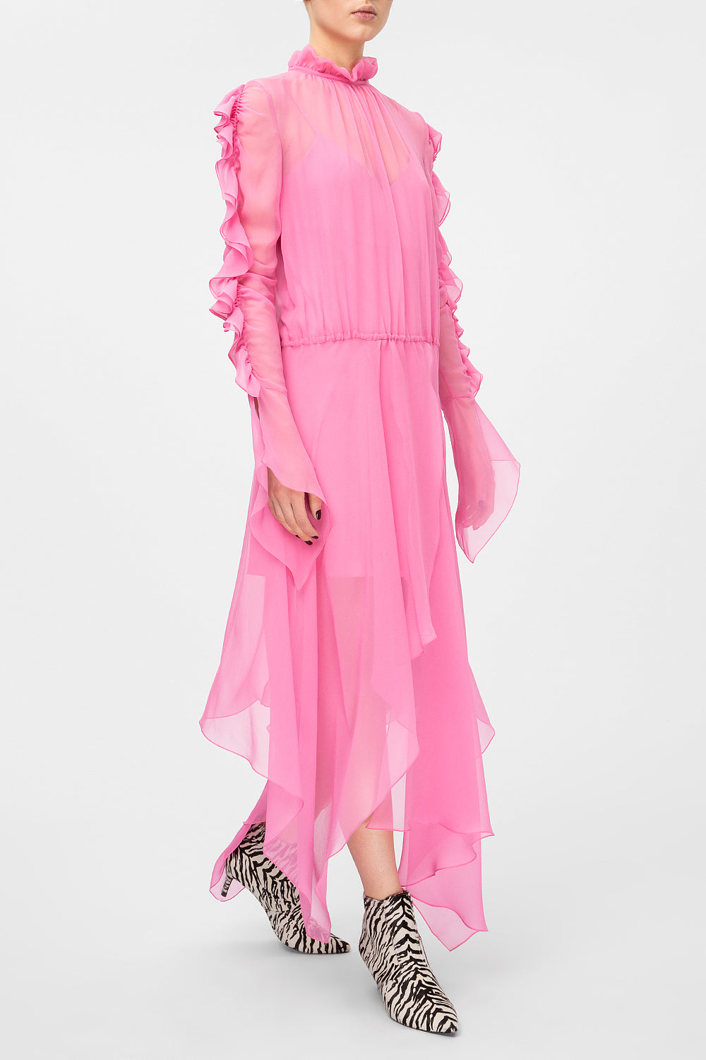 Midi dress with flounces on sleeves
