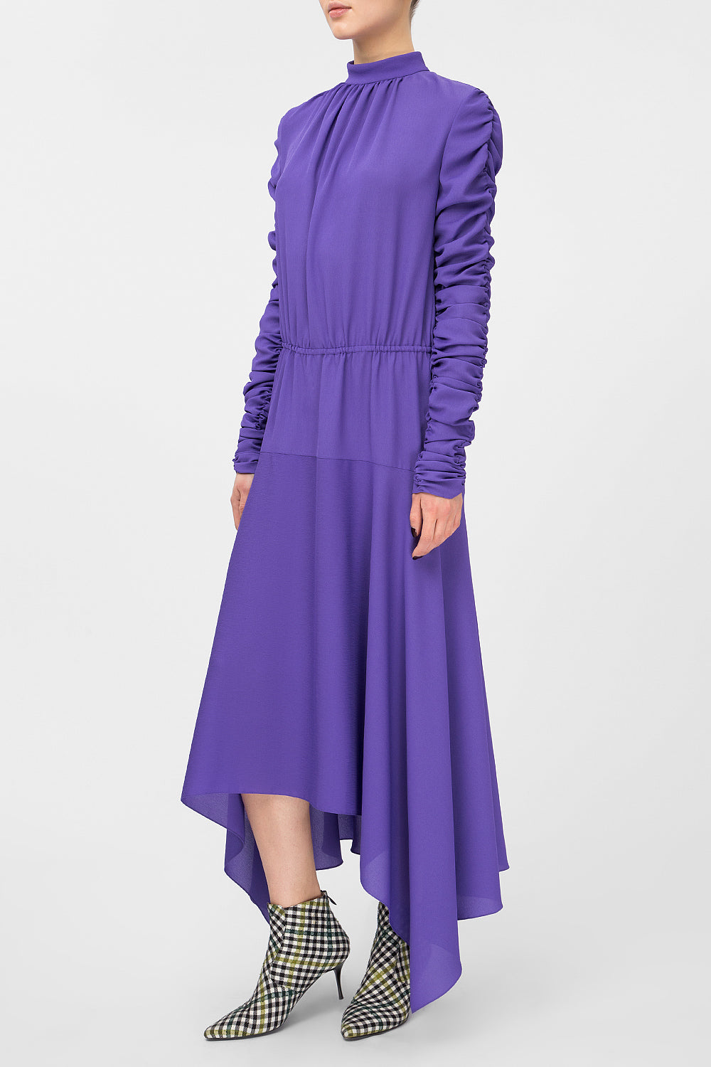 Midi dress with ruched sleeves