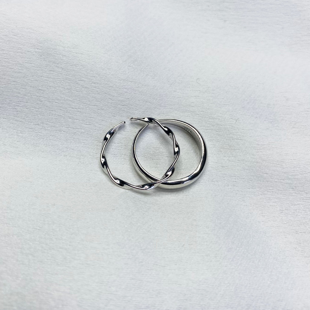 Delicate wave ring