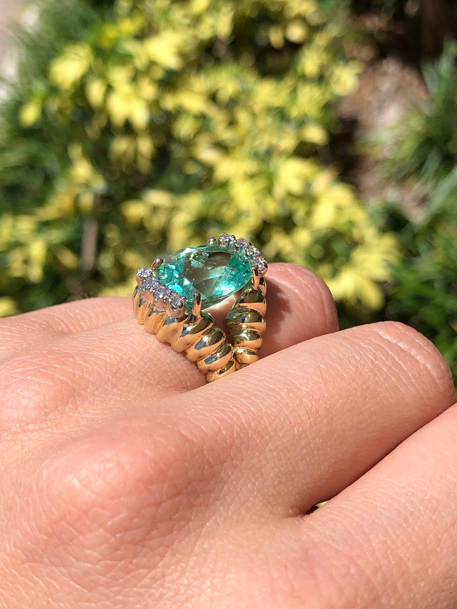 7.88tcw Oval Colombian Emerald & Diamond Cluster Ring 14K