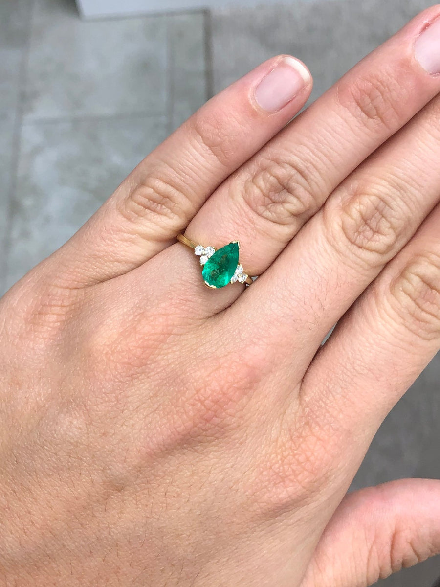 1.24tcw Pear Shape Colombian emerald & Diamond Accent Ring 18K