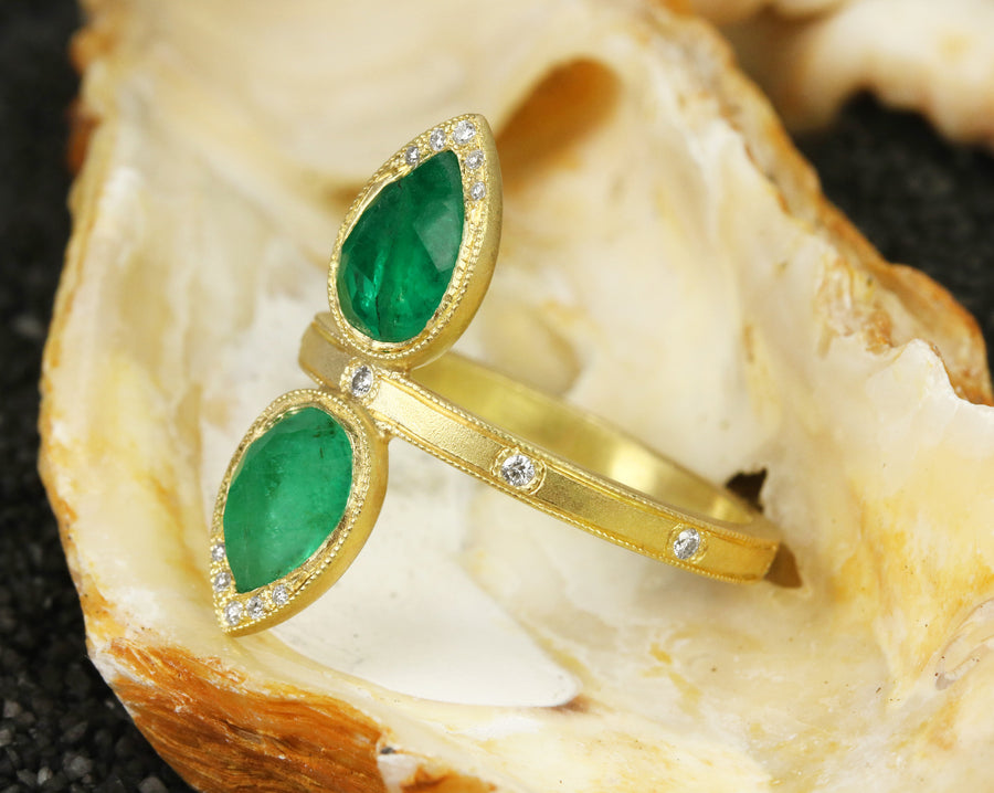 2.48tcw Rose Cut Emerald Dueling Ring, Emerald Cocktail Ring, Mismatch Color Ring, Mismatch Emerald Ring,Two Toned Emerald Ring,Contemporary