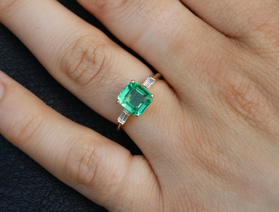 2.70tcw Emerald & Diamond Three Stone Engagement Ring 18K,Three Stone Emerald Ring,3 Stone Emerald Diamond Ring,Tapered Diamond Emerald Ring
