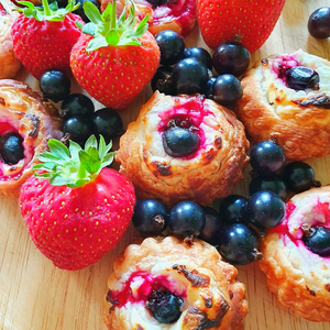 Mini Berry Puffs