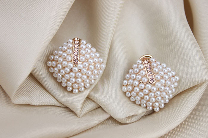 House of Fashion Exquisite Pearl Stud Earrings