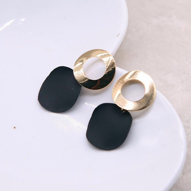 Classically Simplistic Dangle Earrings