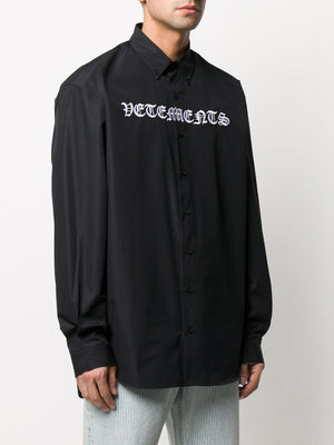 VETEMENTS gothic logo shirt black