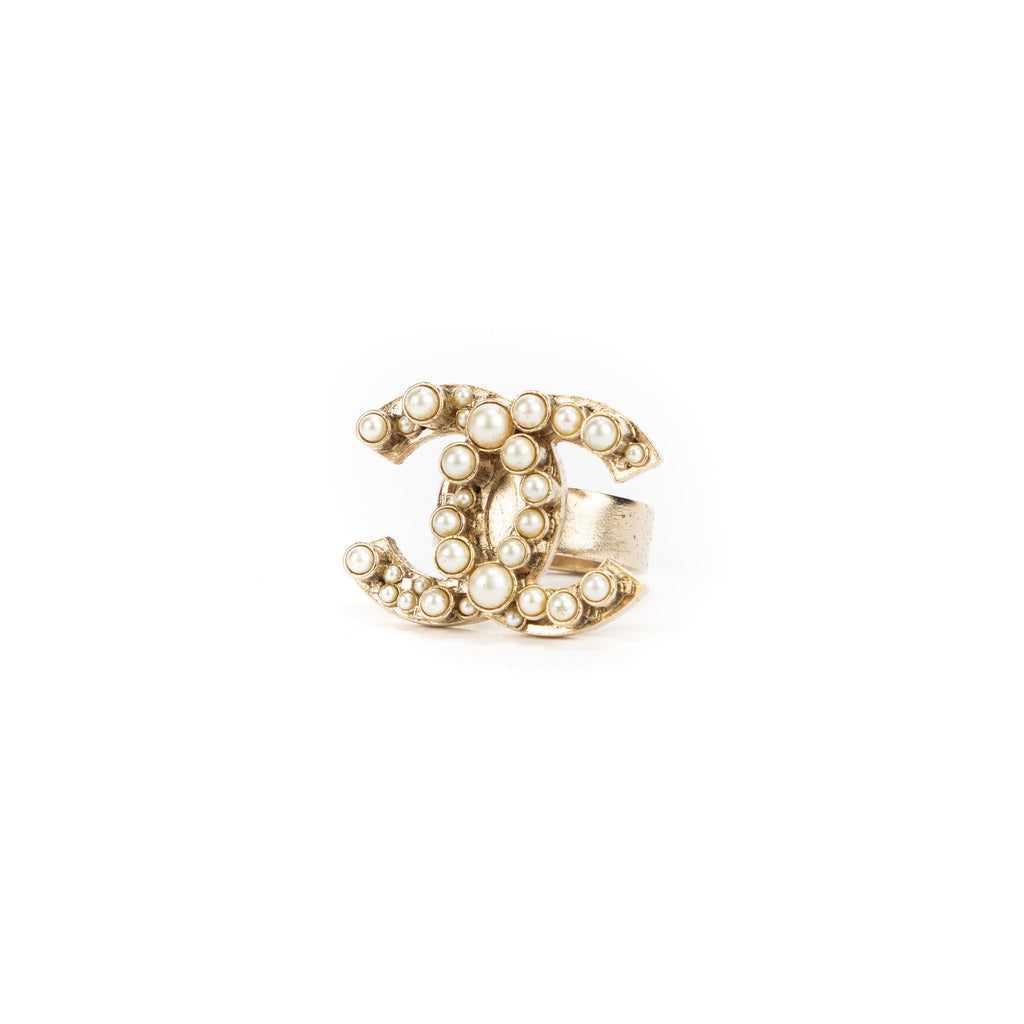 CHANEL Pre-Loved Pearl Detail CC Ring