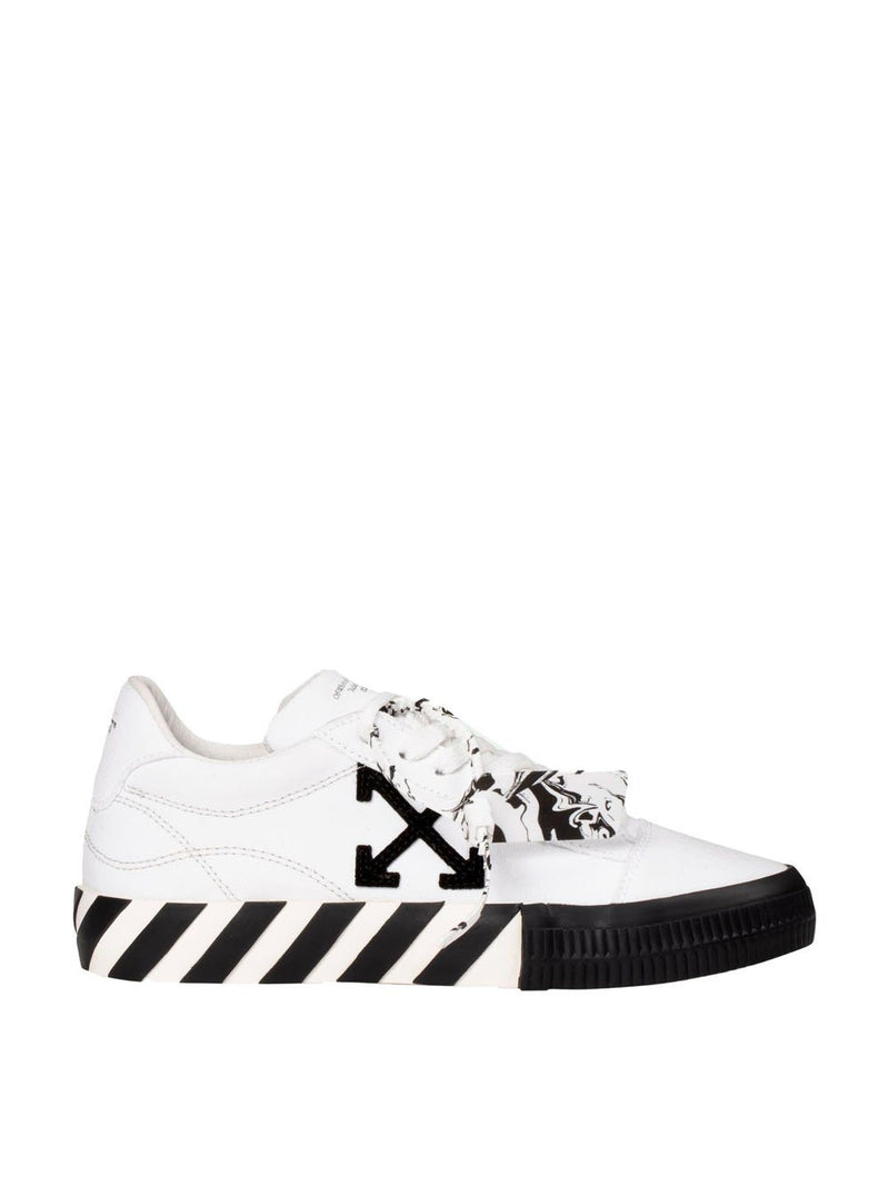 OFF-WHITE Arrow vulcanised low-top sneakers White/Black