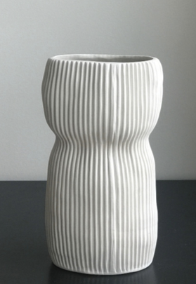 HAND SCULPTED CURVY OVAL VASE | MEDIUM | WHITE