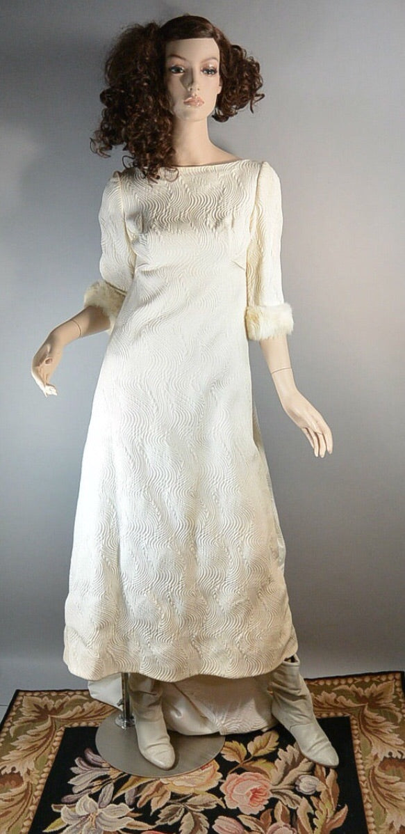Beautiful Mod 60s Wedding Dress// Quilted Winter Wedding Dress with Fur Cuffs// Tea Length 60s Wedding Dress (F1)
