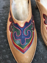 Vintage Leather Moccasins with Heels// Slip on Leather pump with ethnic looking embroidered detail 9N (F1)