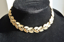Beautiful Trifari Choker// Gold Toned Leaf Necklace// Vintage 60s Choker Necklace (F1)