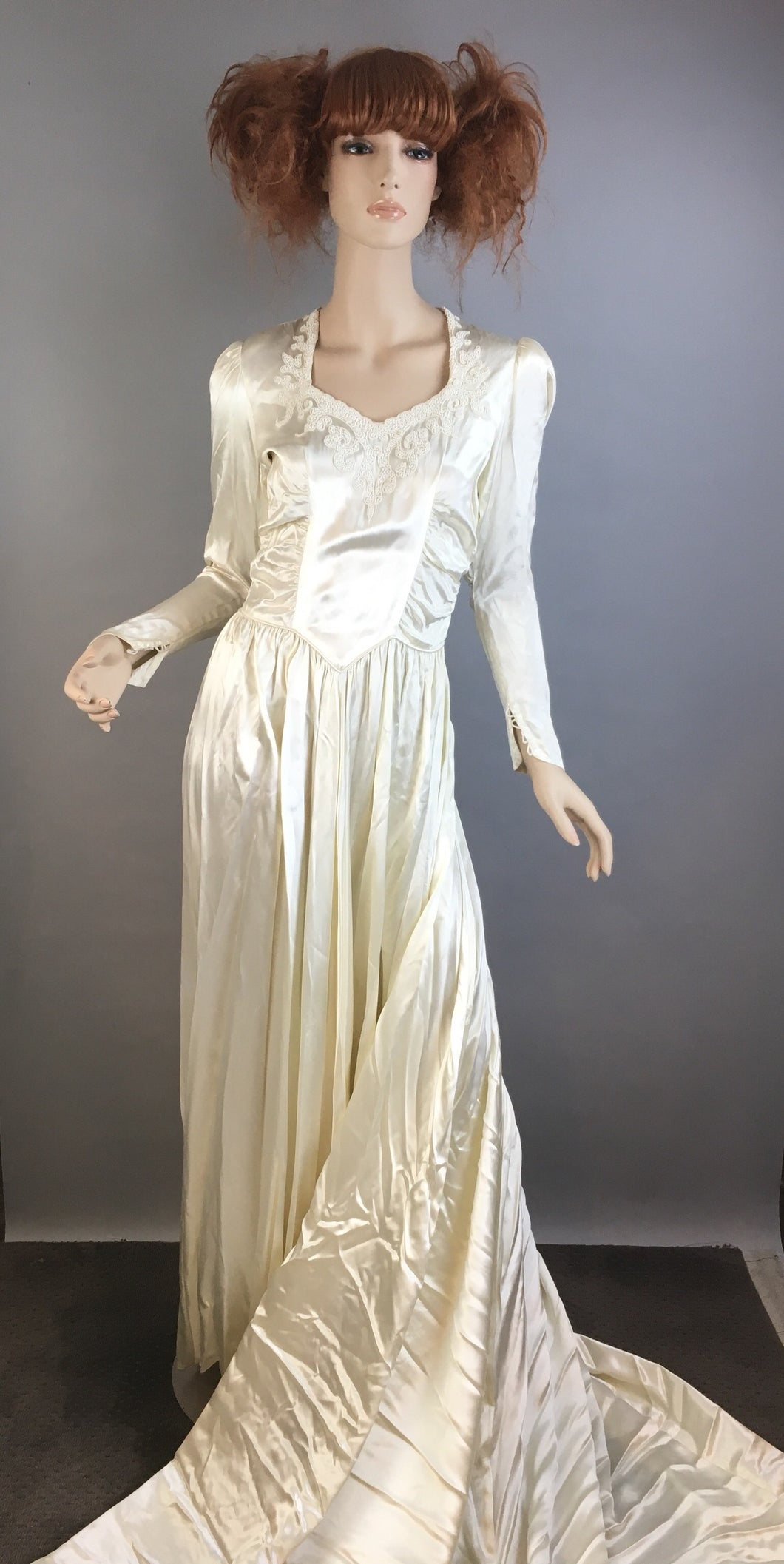 Vintage 40s Wedding Dress// 40s Silk and Bead Wedding gown// Beautiful Vintage Bridal Gown Size Small (F1)