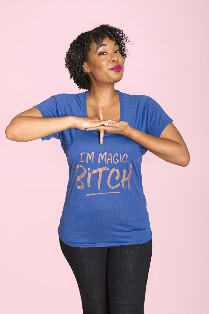 I'M MAGIC, BITCH Women's Flowy Raglan Tee