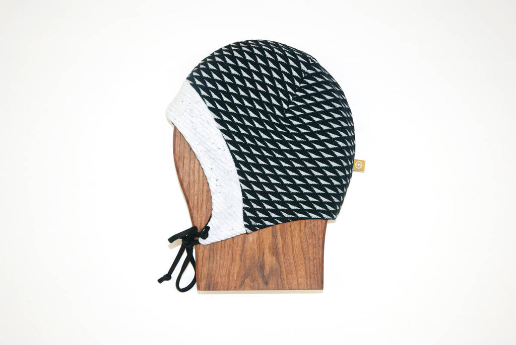tuque-linotte-noir-triangles-cokluch-mini-ah-1718