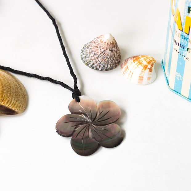 Shell Necklace Flower