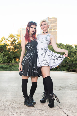 DAY OR NIGHT? | Skater Dress Black OR White