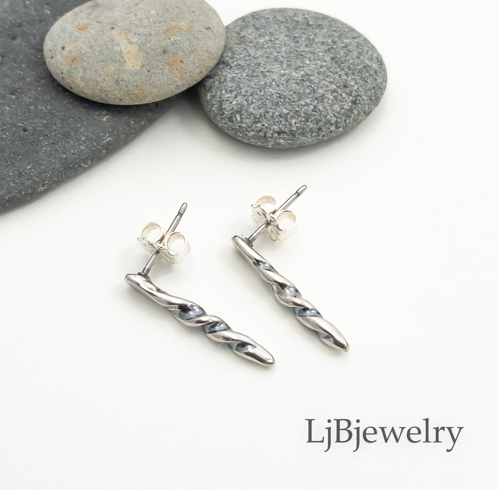 small silver spike stud earrings