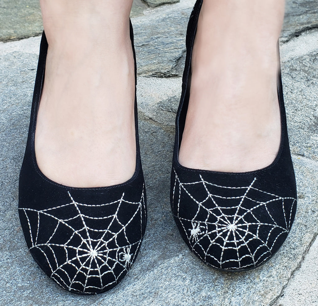 """Oberon"" <br>1940-50s Style Spider Web Pump"