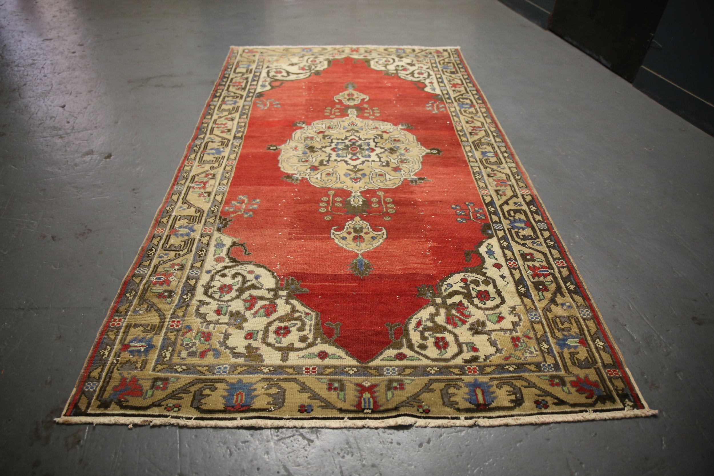 faded-anatolian-turkish-rug