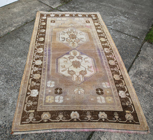 vintage-faded-anatolian-turkish-rug-4