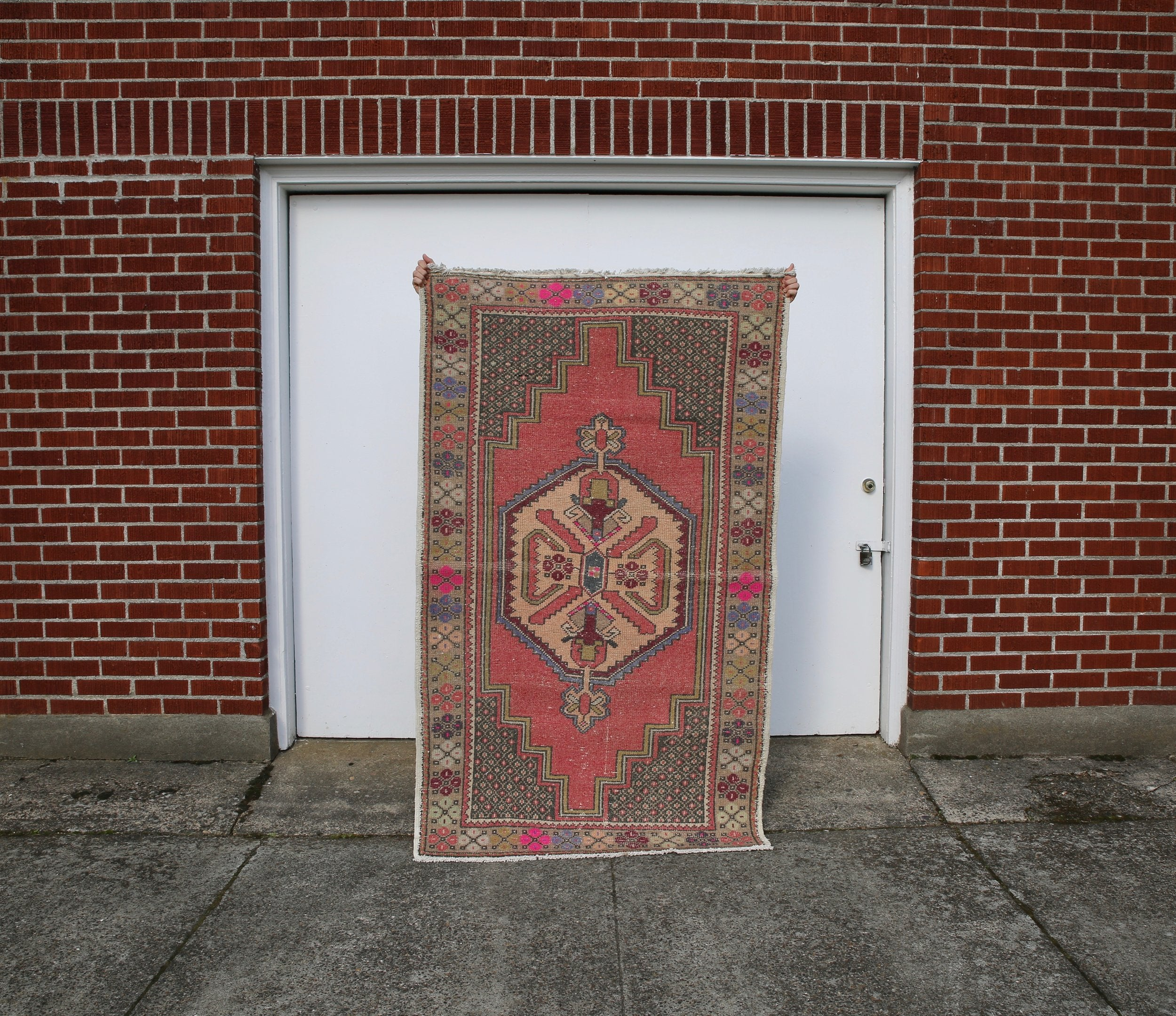 vintage-faded-anatolian-turkish-rug-5